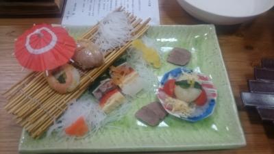 鬼怒川絆の犬用夕食の盛り皿サーモンとマグロのお寿司の画像