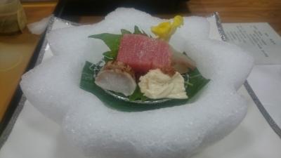 鬼怒川絆の夕食氷のお皿にのった刺身の画像