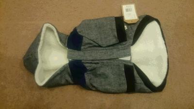 犬用フード付きコートの裏側の画像