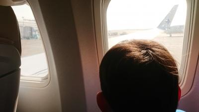 飛行機の窓から外