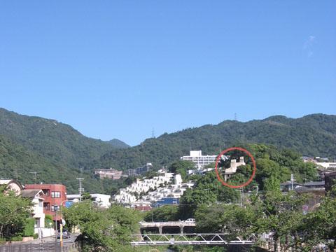 芦屋川から見るヨドコウ迎賓館