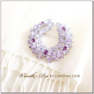 ラベンダーカラーのリースのブローチ Cristian Dior(クリスチャンディオール)