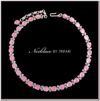 ピンクのフルーツサラダのビンテージネックレス  TRIFARI(トリファリ)