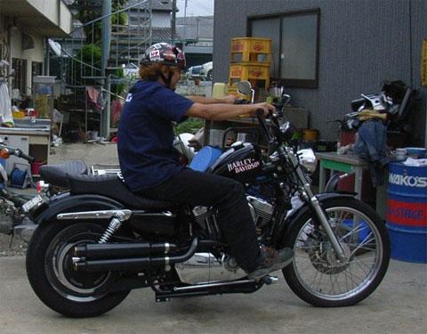 試運転でもバイクに跨る三浦さんは珍しいんですよ。格好良いですね。