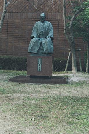 進藤一馬氏の像