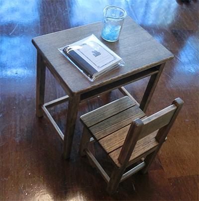 SFサイズ昭和の学校の机と椅子