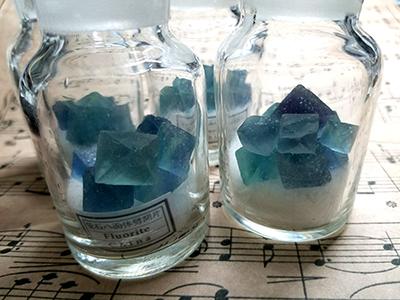 薬壜入り海色蛍石/きらら舎