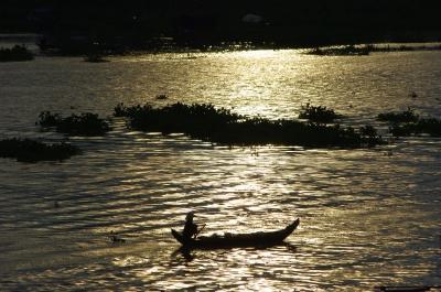 朝日に漕ぎ出す舟