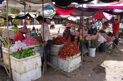 食堂から見える市場の一角。