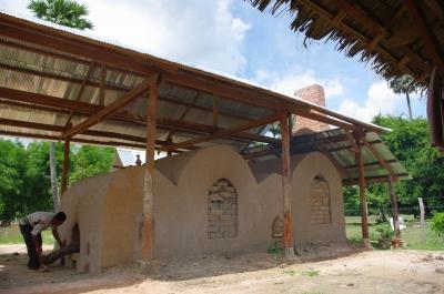 村にできた新しい窯。