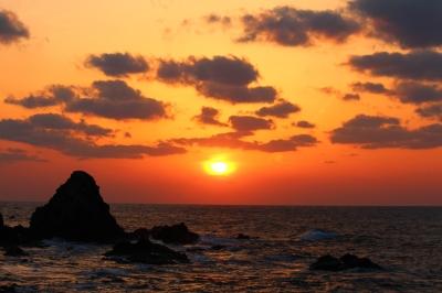 見どころ!島根県 出雲市塩津町にある防波堤からの夕日