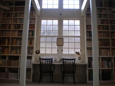 林の中の小さな図書館