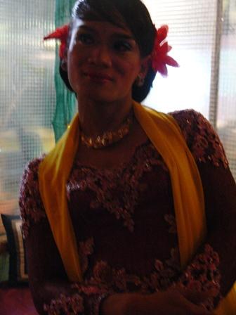 2部の一曲目は出身地バニュマスの女踊りで。