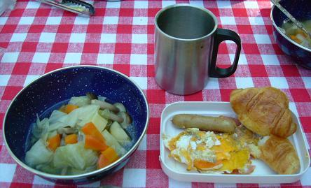 キャンプでの朝食はなぜかいつもよりおいしい!