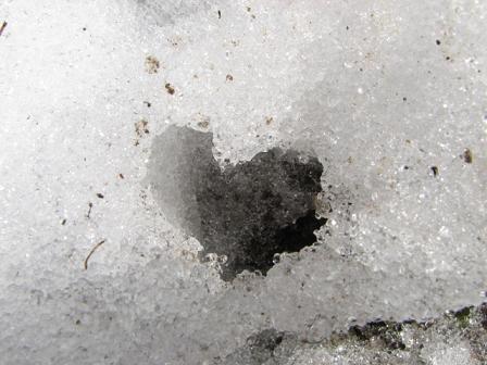 残雪ハート拡大