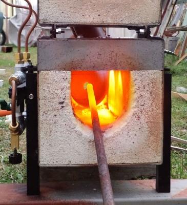 LPガス鍛造炉燃焼中