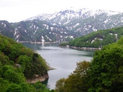 残雪の田子倉湖