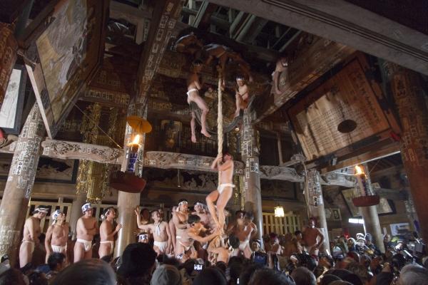 七日堂裸詣り