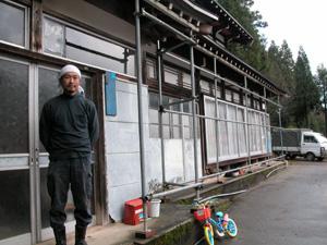 江尻さんの家は村の廃屋を購入したものです。