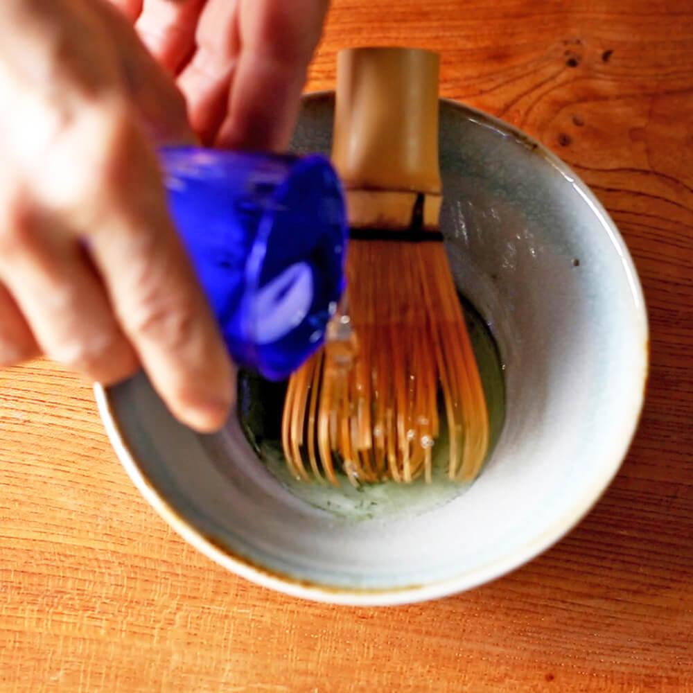 冷抹茶(水を入れる).jpg