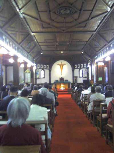 コンサート前の聖堂内、撮影が許されているのです。