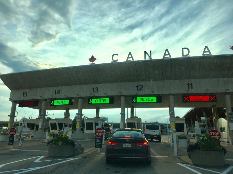 カナダ陸路車入国5.jpg