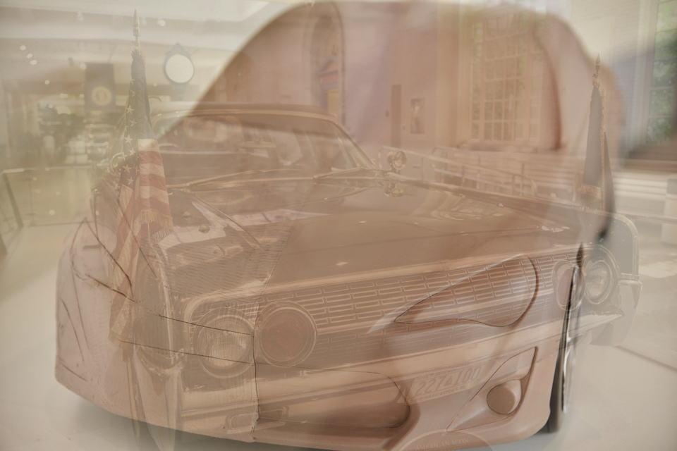 ローカル<グローバル、未来の車1.jpg