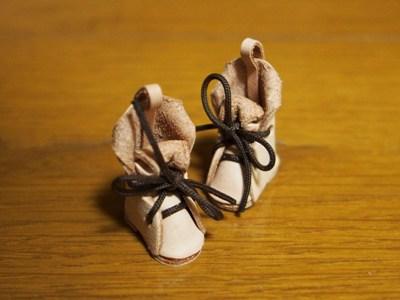 小さな革靴.jpg