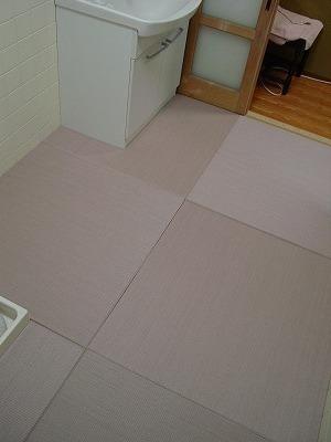 脱衣所にたたみ敷き?カラー畳ピンク色縁無しりゅうきゅう畳仕様?