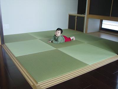 赤ちゃんにも安心・安全な国産熊本産低農薬目積幅広表使用のへりなし畳(りゅうきゅう畳)半畳タイプ施工例?