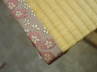 畳の乾燥・殺虫・除菌・脱臭処理とステキな畳縁と暖色系人工畳表で表替え�