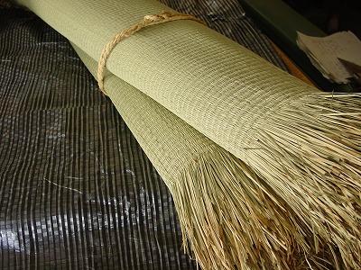 畳!艶々特殊三角い草が、足裏に心地いぃ〜ヘリ無し(りゅうきゅう)畳の表替え製作準備。?