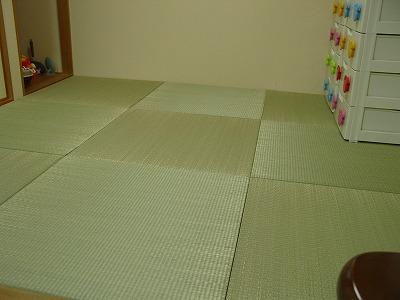 夏畳!艶々特殊三角い草が、足裏に心地いぃ〜ヘリ無し(りゅうきゅう)畳の表替え施工例。�