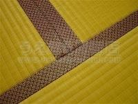 """""""東レ敷楽""""暖色系カラー畳表に赤系畳縁の表替えの施工例。�"""