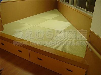 三角形の部屋に東レ製カラー畳表使用のヘリ無し(りゅうきゅう)畳の施工例�