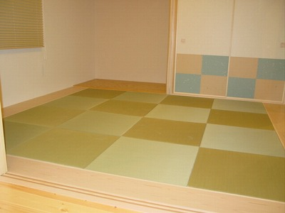 かなり小さめな8畳間の縁無し(りゅうきゅう畳)の施工例�