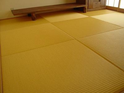 暖色系カラーりゅうきゅう畳4帖j半間半畳市松敷きの施工例�