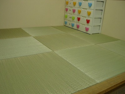 夏畳!艶々特殊三角い草が、足裏に心地いぃ〜ヘリ無し(りゅうきゅう)畳の表替え施工例。?
