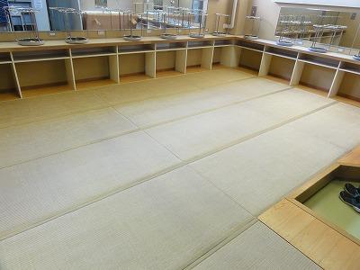 『暖色系カラー花柄縁付き畳が出演前のココロを癒します。』(縁付き畳施工例)大阪府大東市の国産畳専門店の畳屋さん1
