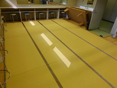 『暖色系カラー花柄縁付き畳が出演前のココロを癒します。』(縁付き畳施工例)大阪府大東市の国産畳専門店の畳屋さん13