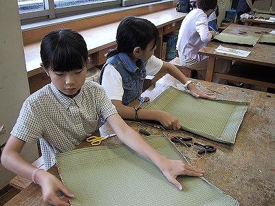 【畳の小物製作体験学習〜いぐさ枕編〜】畳の材料を利用して素敵な小物作り01