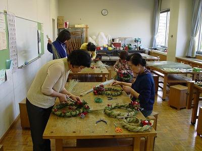 【畳の小物製作体験学習〜クリスマスリース製作偏〜】畳の材料を利用して素敵な小物作り2