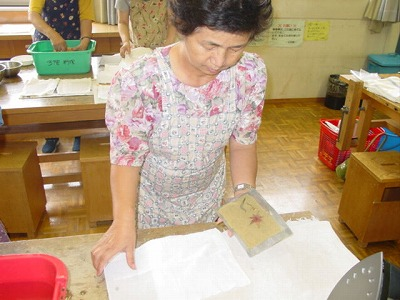 【畳の小物製作体験学習〜いぐさ手漉き和紙手紙編〜】畳の材料を利用して素敵な小物作り05