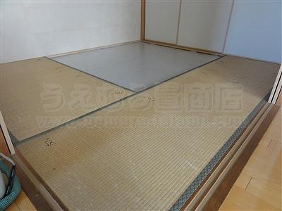 大阪四条畷市:マンションですが本間サイズと関東間サイズの変形部屋。大阪府大東市のカラー縁無し琉球畳取り扱いうえむら畳1