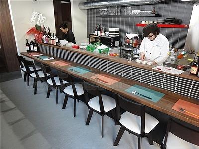 新店舗にも粋な彩りフロアでおもてなし・・・。(大阪大東市赤黒カラー縁無し琉球畳施工例)6