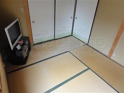 カラー暖色系縁無し琉球畳4帖半間施工事例(大阪府大東市)いまどきの畳屋さんうえむら畳1