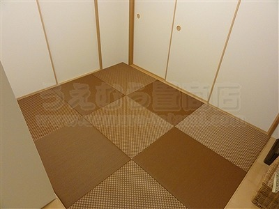 キレイな女性は得をする?縁無し琉球畳でダークでブラウンなお部屋に模様替え・・・。(大阪府大東市マンション縁無し琉球畳施工事例)4
