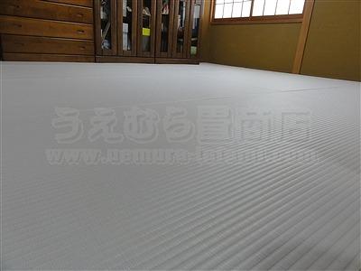 純白色縁無し琉球畳に模様替えでウキウキ暮らし・・・。大阪家庭用国産畳専門店うえむら畳9