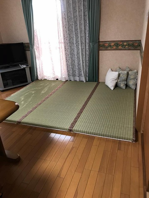 """フローリングの上には""""きなり畳""""シリーズ無添加極太い草極厚TATAMIで暮らす。大阪大東市家庭用国産畳専門店うえむら畳3"""