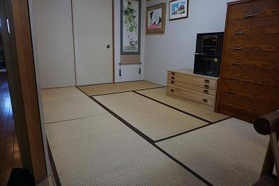 カラー縁無し琉球畳(セキスイチャコール色大阪大東市)ウォーキングがご縁のご依頼に感謝。家庭用国産畳専門店うえむら畳1